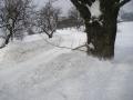 Sníh u silnice od Rejdic na křižovatce ve Sklenařicích, 12.března 2006