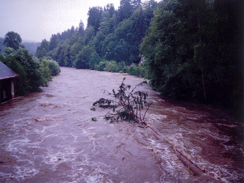 Rozvodněná Jizera v Jablonečku