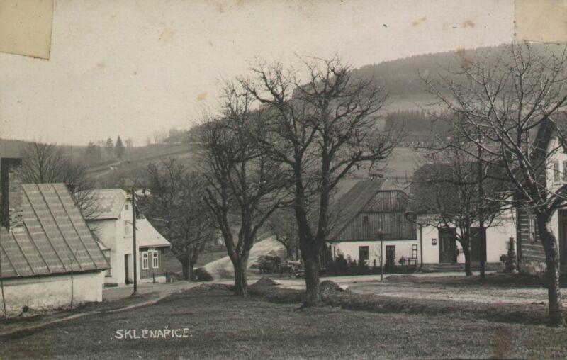 Křižovatka ve Sklenařicích v roce 1930
