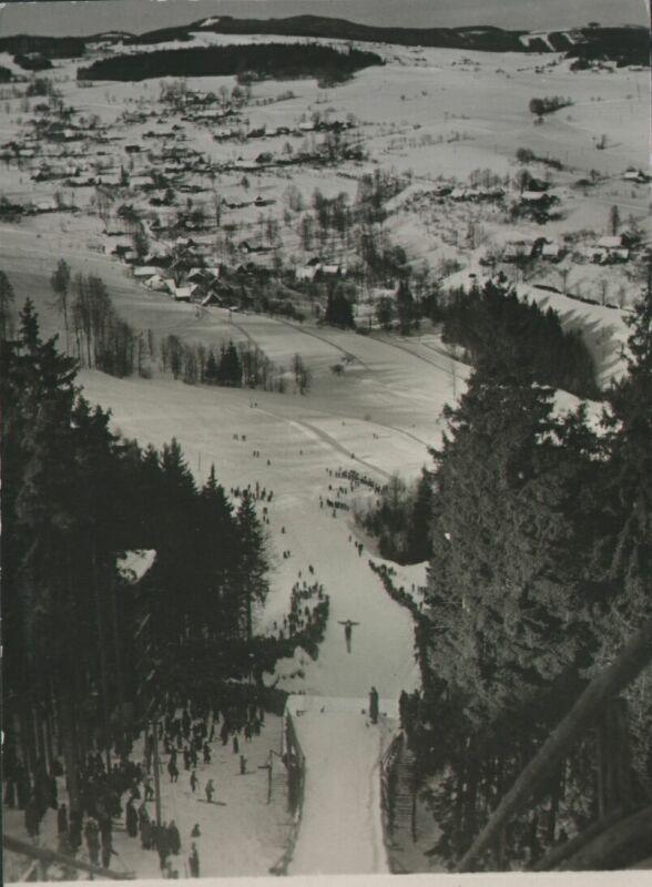 Pohled ze skokanského můstku v Šachtách, někdy v letech 1954 - 1955