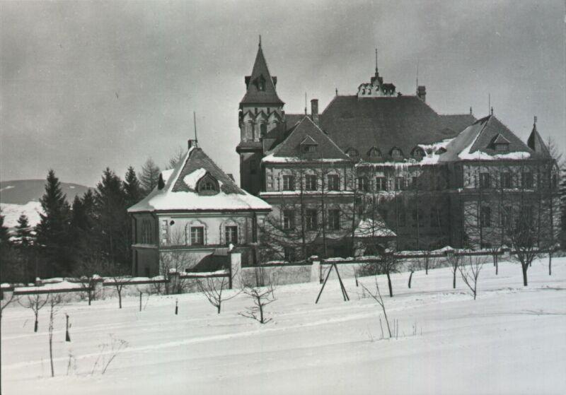 Tak takhle kdysi vypadala Kramářova vila ve Vysokém nad Jizerou