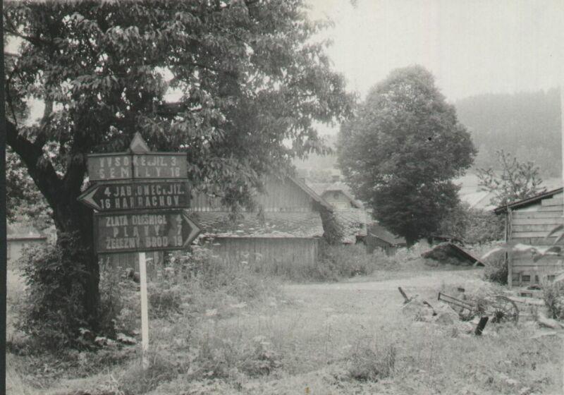 Hamburk a binec okolo, jediné, co se od té doby nezměnilo, jsou vzdálenosti do okolních obcí, srpen 1973