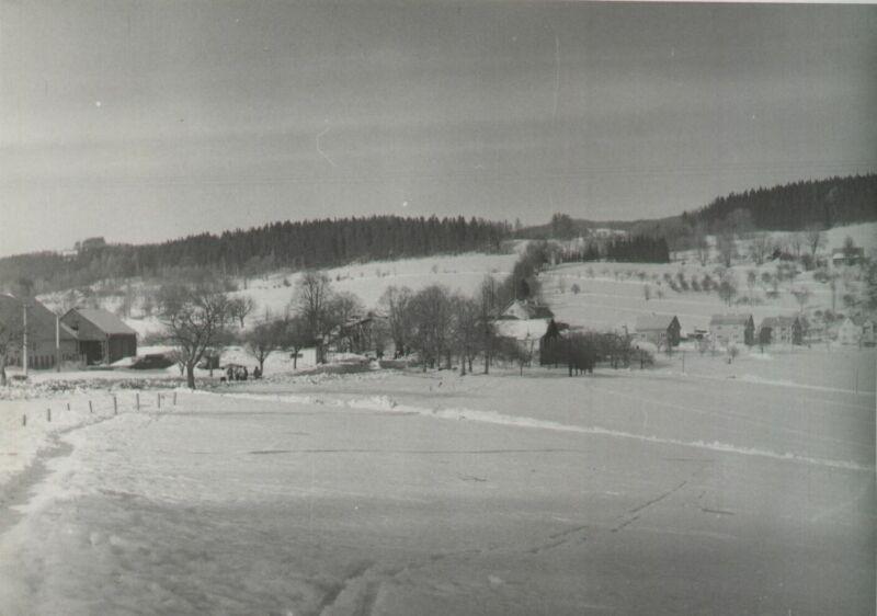klenařice s kravínem na Vánoce roku 1973