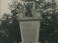 Pomník padlých při odhalení v roce 1923