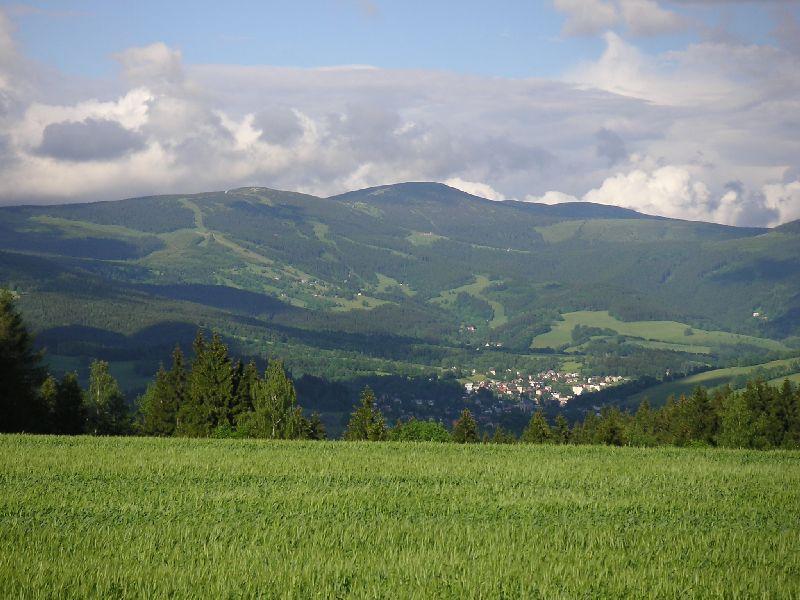Kotel a Lysá hora z Čermákových rovní