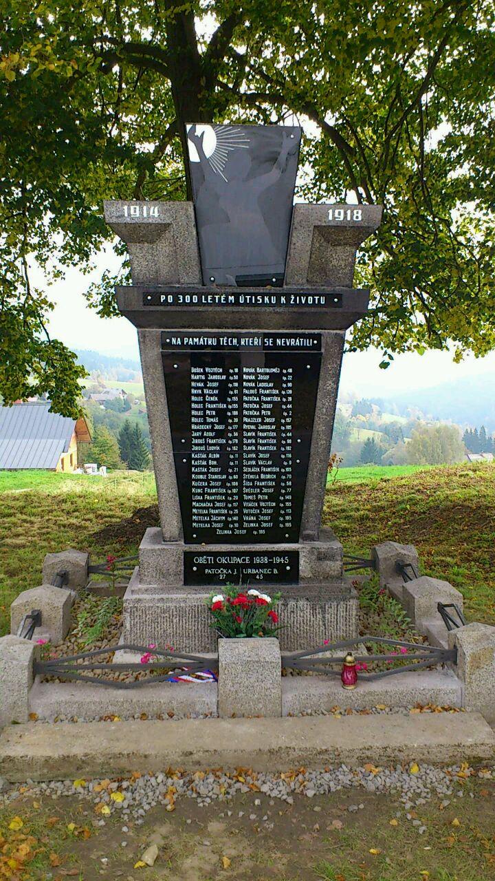 Opravený pomník odhalen